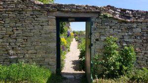 Cogges manor garden