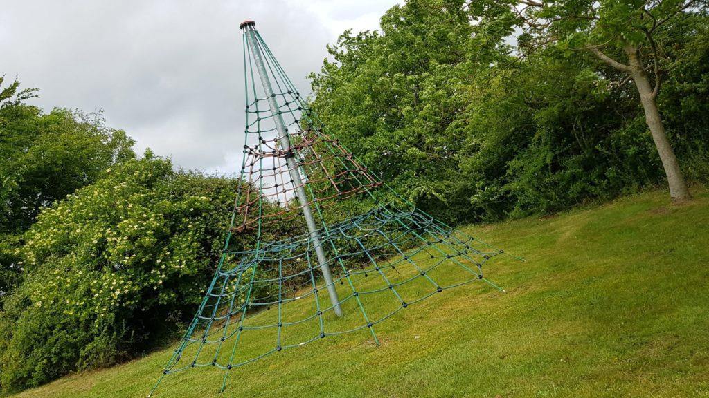 Cargo net climbing frame