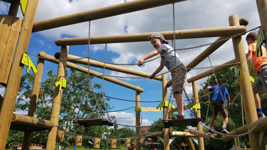 Balancing play park