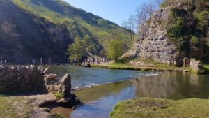 stepping stones in dovedale